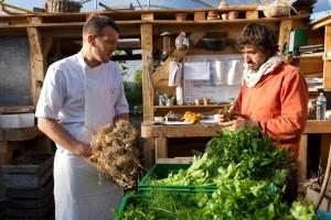 Cuisinier-et-Chef-de-culture_crédit-Ferme biologique du Bec Hellouin
